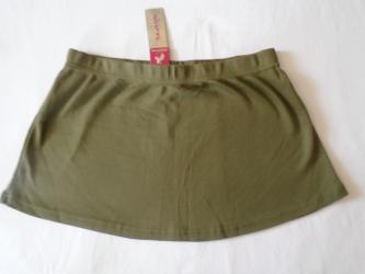 Maslinasto zelena mini suknjica sa etiketom, S veličine. U pojasu ima
