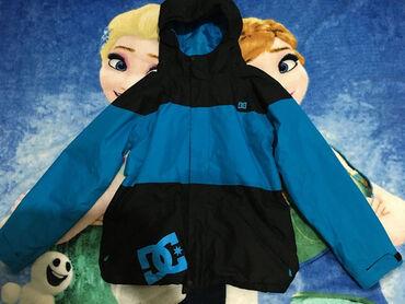 DC ski jakna,vel.XL za oko 12-13 god.Uslikano oštećenje,fali