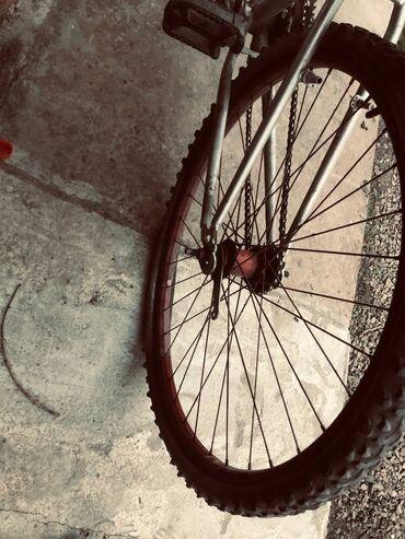Спорт и хобби - Дмитриевка: Продаю велосипед на ход только нужно зделать камеру в остальном все