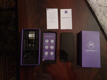 Elektronika - Paracin: Motorola one actionboja: tamno plavaU stanju kao na slikama.Oštećen