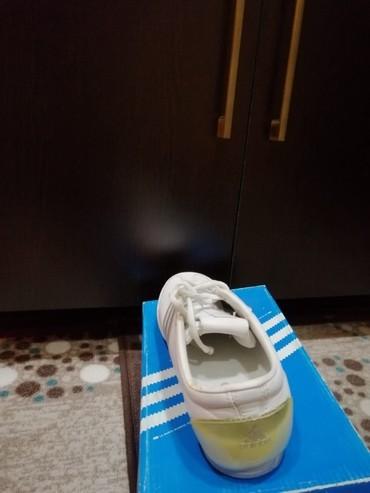 Sumqayıt şəhərində Adidas qadın ayaqqabısı satıram.Adidas mağazadan alınıb.40