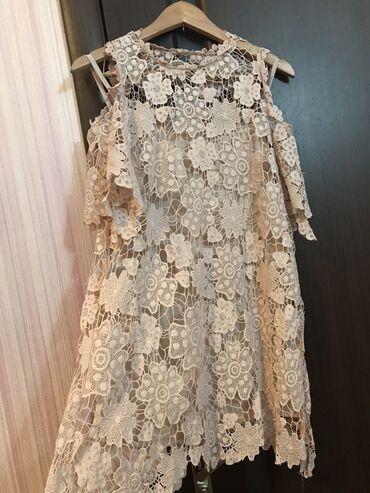 Красивое кружевное платье телесного цвета