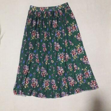 Plisirana cvetna suknja marke Koton, vel M/LLagana, bez postave