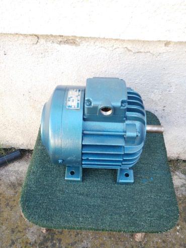 Elektromotor 0.40kw 930 o/min Komplet o servisiran i ispravan - Krusevac