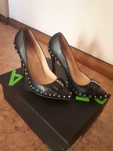 Продаю туфли , одевались один раз на в Бишкек