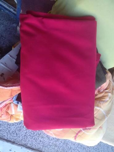 Stof za kaput, lepa crvena boja. 2 m ima, dupla sirina. - Kragujevac