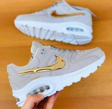 Sive Nike air max sa zlatnim znakom :) Br 37 na stanju 2790 din