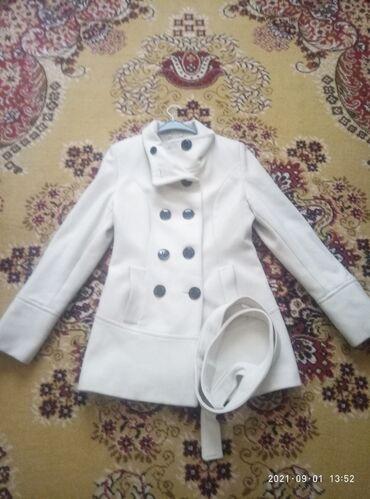 Пальто размер 44-46 . весит на вешалке ни разу не одетое. цена