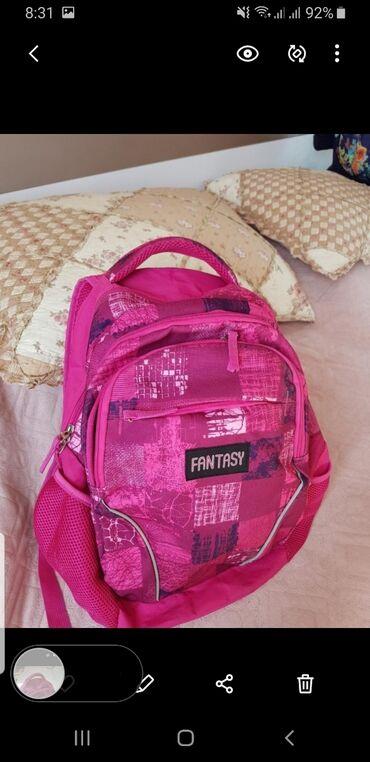 Рюкзак в отличном состоянии, привезен с ОАЭ.Подойдет для 4 -7 класса