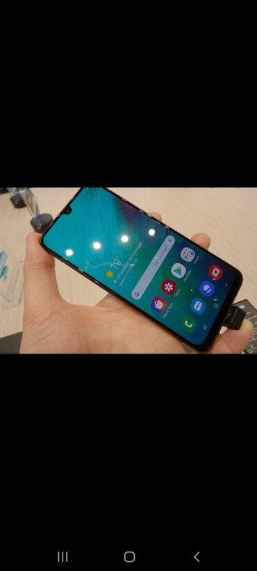 prodam dzhinsy b u в Кыргызстан: Б/у Samsung A70 128 ГБ Синий