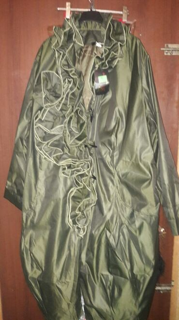 Первый плащ зелёный размер 600 сом.платья 350 сом размеры от 52 до