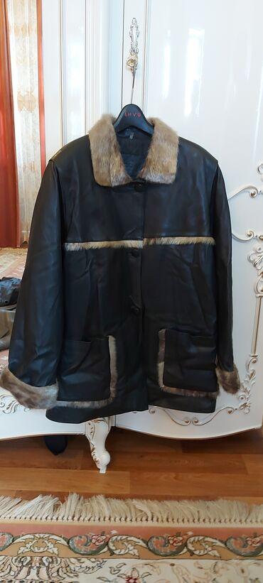 Продаётся куртка размер 50 новая Турции с натуральной нерпой отделка