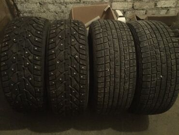 225 50 17 зимние шины в Кыргызстан: Комплект отличной зимней резины 225/50R17 Пара шиповки Tigar почти нов