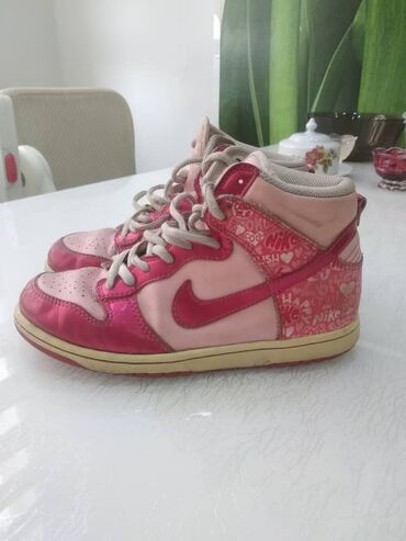 Продаю детские кроссовки Nike оригинал. В хорошем состоянии. Размер 33