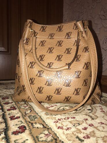 отдам в Кыргызстан: Продаю сумку под LV кожаная внутри полностью натуралка. Брала дорого