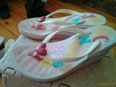 uşaqlar üçün sandallar - Azərbaycan: Razmer 37, geyinilib, yaxsi veziyetde galib, arxasinda cox balaca