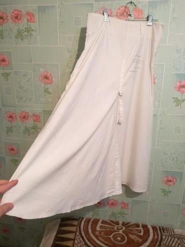 Женская одежда в Беловодское: Белая лёгкая юбка в идеальном состоянии