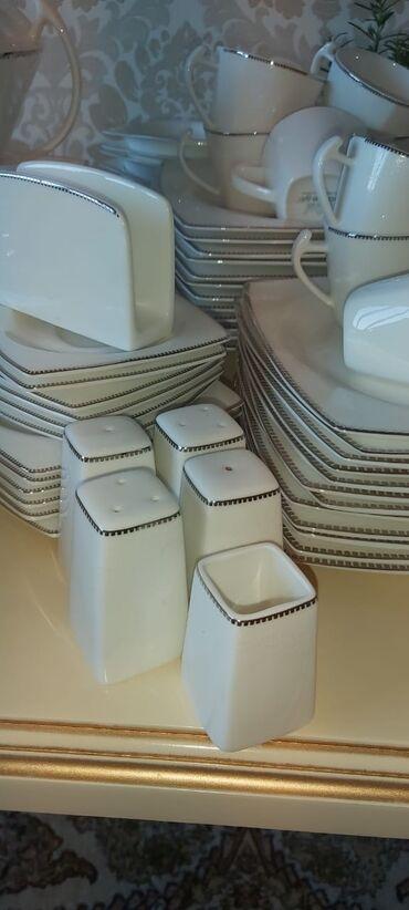 86 parça yemək dəsti. 2-3 dəfə istifadə olunub. Çay fincanının biri
