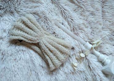 Lindex traka/ grejac za usi, bez boje sa belim biserima