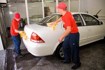 В автомойку  требуется автомойщики  с опытом  от 20 лет  4 мальчик  в Бишкек