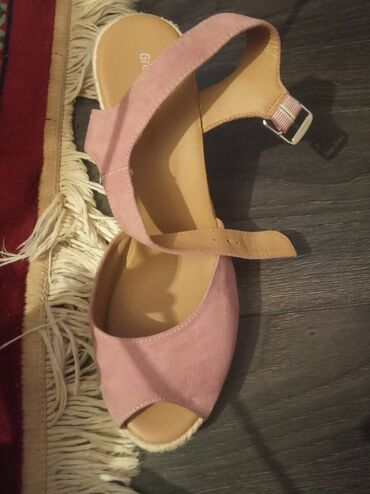 Zenske sandale veoma udobne novo