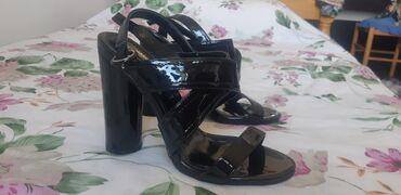 VELIKA AKCIJA !!! Sandale br 39 plus tasna zajedno za 1800 din HITNOOO