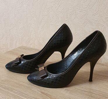 Продаю женские кожаные туфли на спильке, 39го размера, в идеальном