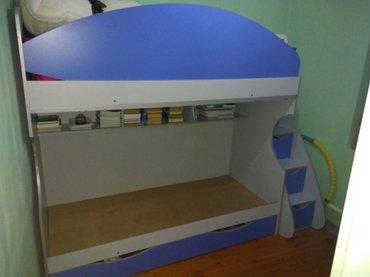 Продаю 2хяр кровать + компьютерный стол  состояние 8из10    в Бишкек