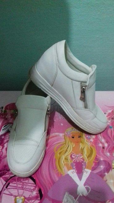 Женские кроссовки размер 38-39. одевала всего пару раз. размер не подо в Лебединовка
