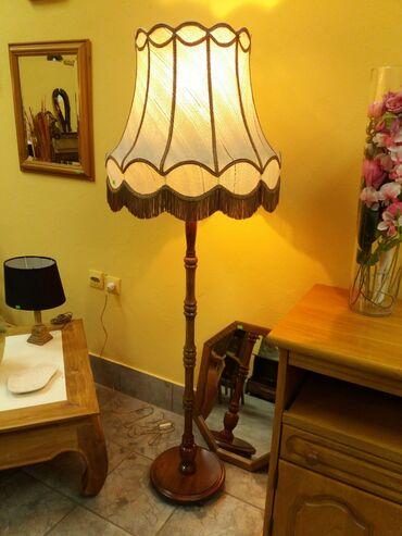 Podna Lampa Antik (drvo) Lampa je u odlicnom stanju uvežena iz Holandi