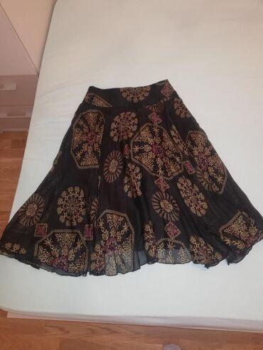 AKCIJAAA Mango suknja crne boje sa zanimljivim dezenom u oker zutoj