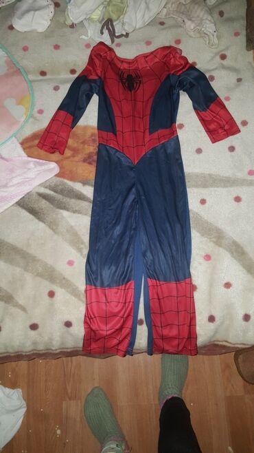 Spajdermen odelo pogodno za maskenbale kao novo za dete 4 5 god