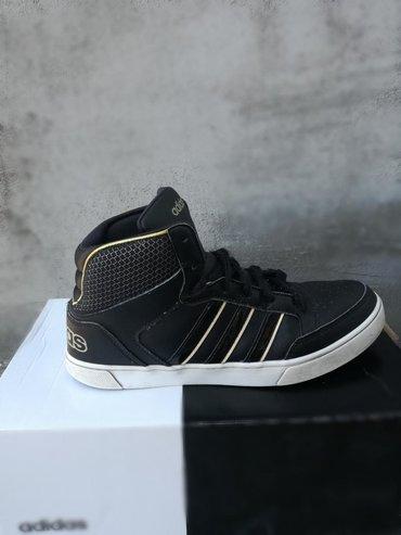 Ženska patike i atletske cipele | Jagodina: Duboke crne ženske adidas patike za 800 din. Dobro su očuvane. Broj pa