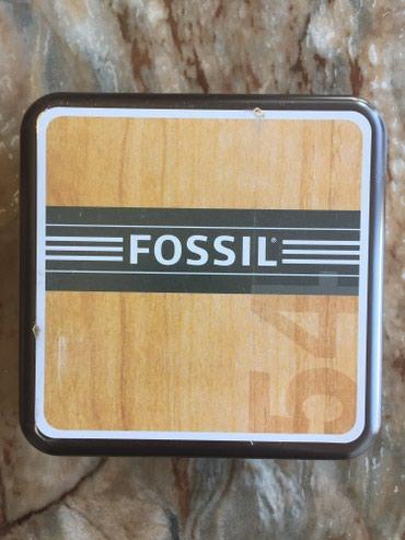 FOSSIL unisex original ogrlica od kože i hiruškog čelika. Večni - Crvenka