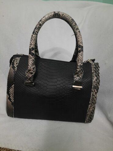 Crna torba koža dimenzije 25×20 bez oštećenja