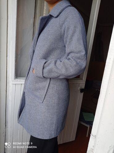 женская пальто в Кыргызстан: 1) женское пальто Деми Размер: M (оверсайз) Возраст: 15-20 летЦена