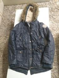 Dečije jakne i kaputi   Ub: Zenska zimska jakna duz.60cm napred.Pozadi 65cm.Duz.rukava pd poruba