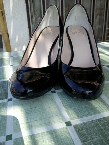 Ženska obuća | Sremska Kamenica: Ocuvane salonke,crne