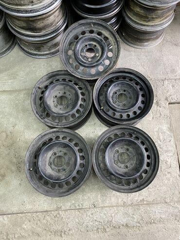 железный диск на 15 в Кыргызстан: Срочно железные диски r15 комплект из 5 штук разбалтовка 5х112 Мерседе