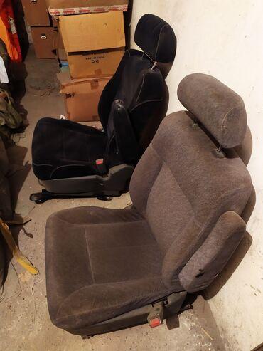 Продаю сиденья от Хонда Одиссей.  Есть передние сиденья и средний ряд