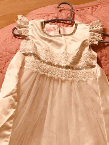 Продаю платье длинное на девочку 7-8 лет. Надевали 2 раза на утренник