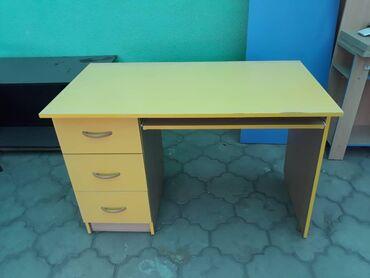 Письменный стол с книжными полками. Цена: 3000c. Есть дефект, уступка