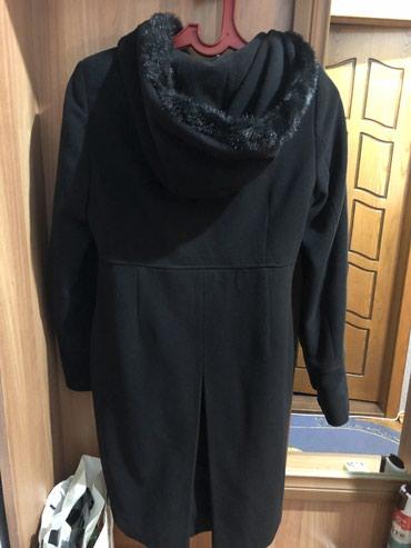 Bakı şəhərində Qara palto 20 azn-e satilir.