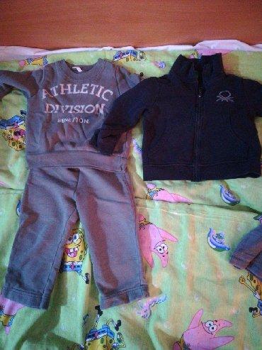 Dečija odeća i obuća - Rumenka: Očuvane Benetton trenerica i duks za dete od 12do 18 meseci