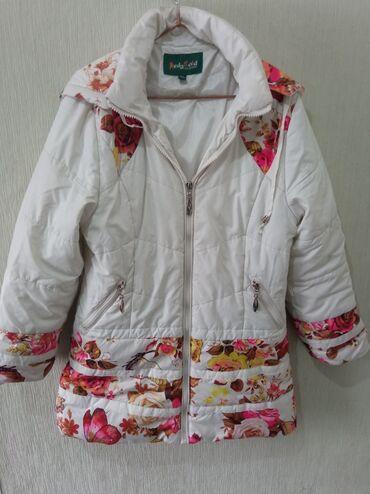 Нежная курточка для девочки 8-10 лет. Капюшон отстёгивается, замки все