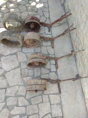 Калёсы только 4штук. две калёсы без резин. в Узген