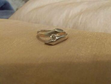 Продаю золотое кольцо с бриллиантом, 6.7 г золота, камень 0.25 карат