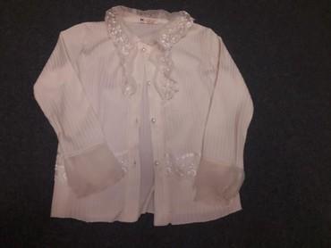 Школьные блузки - Кыргызстан: Блузка белая мягкая с кружевом. С длинными рукавами. На девочку