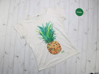 Женская футболка с Ананасом от бренда Holly Bracken    Длина: 64 см По