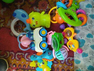 Игрушки в Кызыл-Кия: Кызыл-Кия, погремушки, каждая 25сом, машинка 50